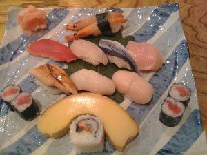 伊達巻付きにぎり寿司の上